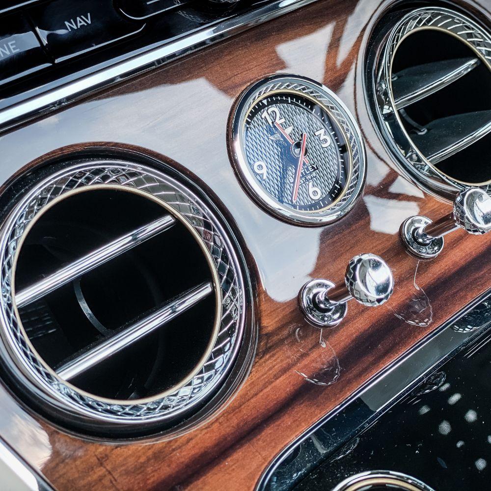 bentley-continental-gt-convertible-fahrzeugakte-hs59fp7-57-1000x1000-03